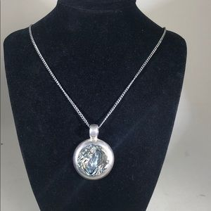 Jewelry - Silver pendant necklace